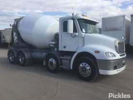 2017 Freightliner Columbia CL112 - picture0' - Click to enlarge