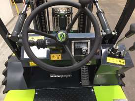 1.2T All-Terrain Forklift - Fully 4 x 4 Capable - picture3' - Click to enlarge