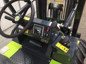 1.2T All-Terrain Forklift - Fully 4 x 4 Capable - picture4' - Click to enlarge