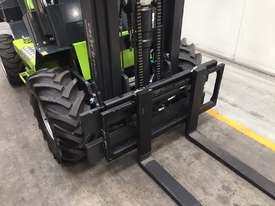 1.2T All-Terrain Forklift - Fully 4 x 4 Capable - picture5' - Click to enlarge