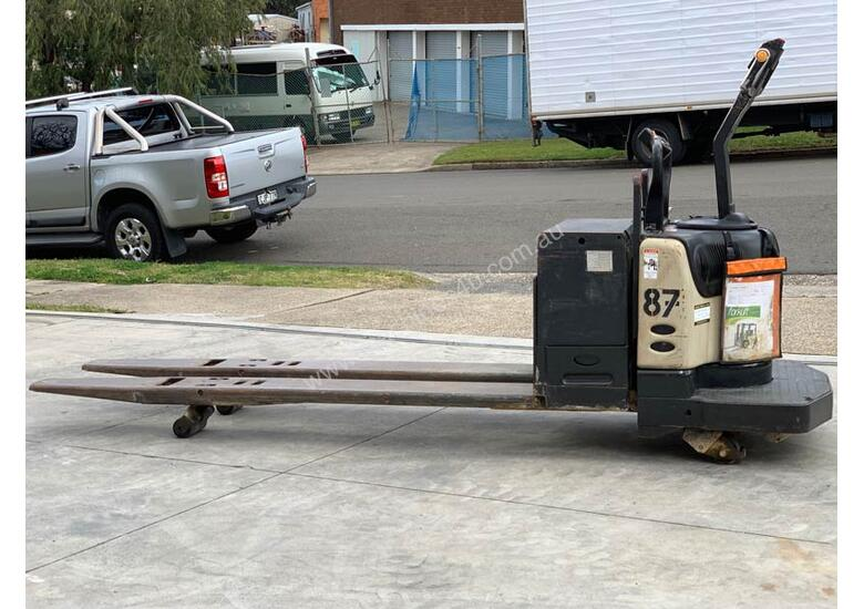 Crown 2.7T Double Length Powered Pallet Mover with Lifting Lugs FOR SALE