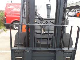 Used Forklift:  H45T Genuine Preowned Linde 4.5t - picture2' - Click to enlarge