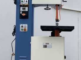 Quality 400mm THroat Taiwanese Vertical Bandsaw With Onboard Blade Welder, Grinder - picture0' - Click to enlarge
