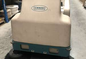 TENNANT 6200 BATTERY POWERED RIDE ON SWEEPER