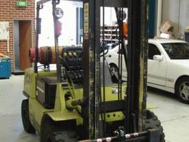 4 T Mitsubishi & side shifting fork positioner - picture8' - Click to enlarge