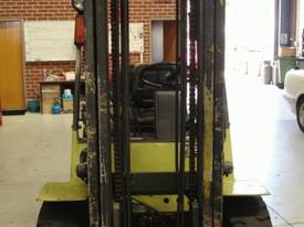 4 T Mitsubishi & side shifting fork positioner - picture9' - Click to enlarge