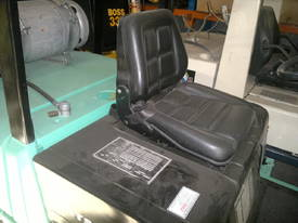4 T Mitsubishi & side shifting fork positioner - picture5' - Click to enlarge