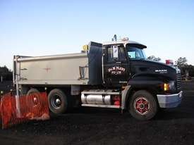 Truck Bodies - picture2' - Click to enlarge