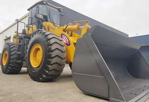 23.5 Tonne Wheel Loader - Quick Hitch - Pallet Forks - 3.5m3 GP Bucket