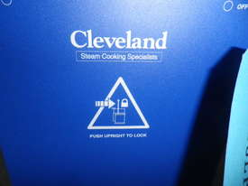 Cleveland Twin Tilting  Kettle TKET-9 -T - picture4' - Click to enlarge