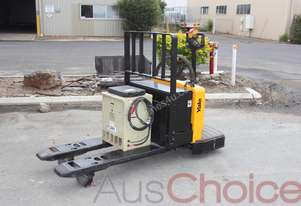 Yale MPE060-E 2720kg Electric Ride On Pallet Truck