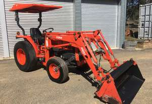 Kubota Tractor with Loader & 4in1