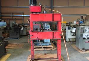 Used Ahrens 75 Tonne Hydraulic Press