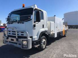 2010 Isuzu FTR900 Long - picture2' - Click to enlarge