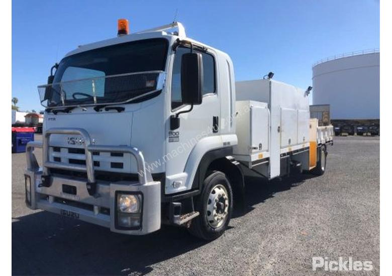 2010 Isuzu FTR900 Long