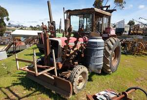 INTERNATIONAL 574 TRACTOR/FENCING PACK