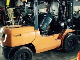 HYSTER TOYOTA NISSAN 4TON DIESEL 3 STAGE MAST - picture3' - Click to enlarge