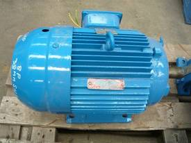 BROOKS 5.5HP 3 PHASE ELECTRIC MOTOR/760RPM - picture0' - Click to enlarge