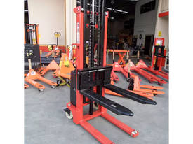 Semi Electric Narrow Pallet Stacker 1.5 Ton 3.5m - picture2' - Click to enlarge