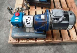 High Pressure Piston Pump IN: 19mm Dia, OUT: 19mm.