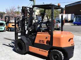 SUMITOMO 2.5T DIESEL FORKLIFT DUEL WHEELS CONTAINER MAST LOW HOURS - picture1' - Click to enlarge