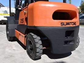 SUMITOMO 2.5T DIESEL FORKLIFT DUEL WHEELS CONTAINER MAST LOW HOURS - picture3' - Click to enlarge