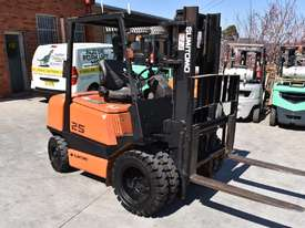 YALE/SUMITOMO 2.5T DIESEL FORKLIFT DUEL WHEELS CONTAINER MAST LOW HOURS - picture0' - Click to enlarge