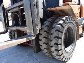 YALE/SUMITOMO 2.5T DIESEL FORKLIFT DUEL WHEELS CONTAINER MAST LOW HOURS - picture2' - Click to enlarge
