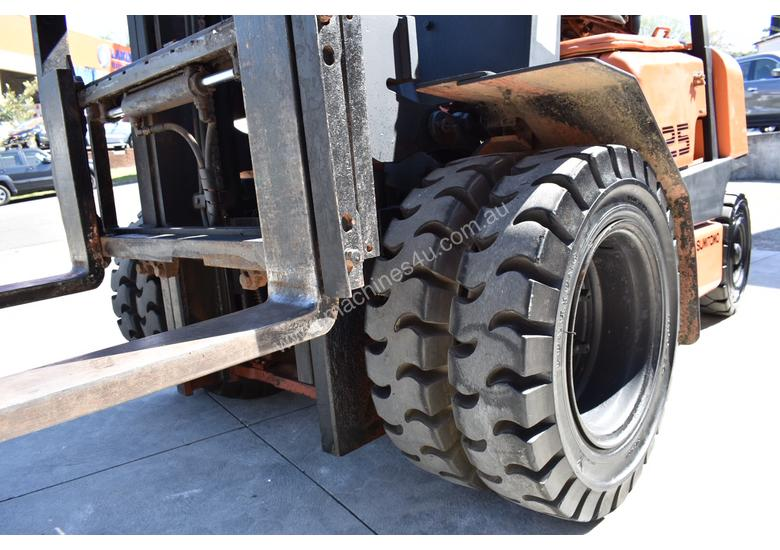 YALE/SUMITOMO 2.5T DIESEL FORKLIFT DUEL WHEELS CONTAINER MAST LOW HOURS