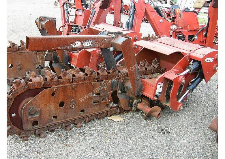 H910 centre mount trencher attachment
