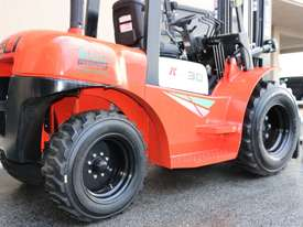 Heli 3000kg 2WD diesel rough terrain forklift  *FREE DELIVERY AUSTRALIA WIDE* - picture4' - Click to enlarge