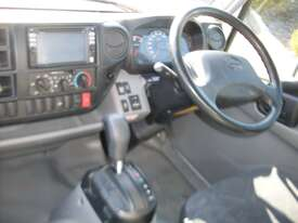 Hino 616 - 300 Series Pantech Truck - picture6' - Click to enlarge