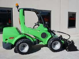Avant 745 Mini Loader W/ Log Grab - picture2' - Click to enlarge