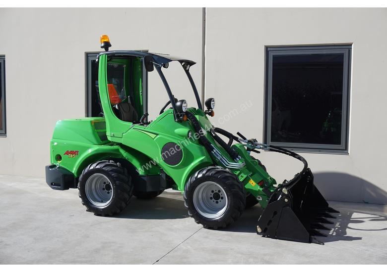 Avant 745 Mini Loader W/ Log Grab