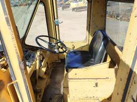 Caterpillar 966C Loader - picture11' - Click to enlarge
