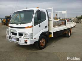 2002 Hino DUTRO - picture3' - Click to enlarge