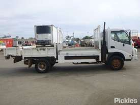 2002 Hino DUTRO - picture8' - Click to enlarge