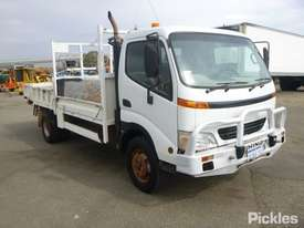 2002 Hino DUTRO - picture0' - Click to enlarge