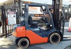TOYOTA 8FG25 FORKLIFT 2013 MODEL LOW HRS INBUILT SCALE