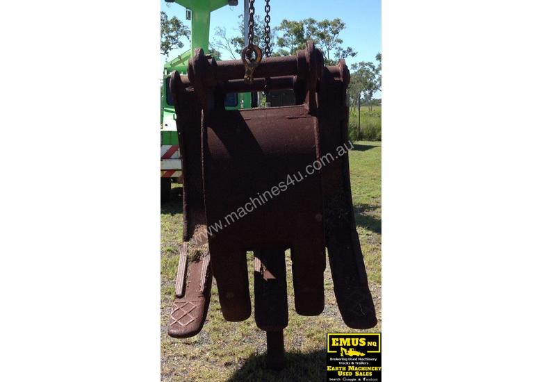 Turners 30ton Rock Grab, to suit excavator.  AS173