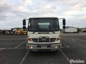 2010 Hino FD1J - picture2' - Click to enlarge