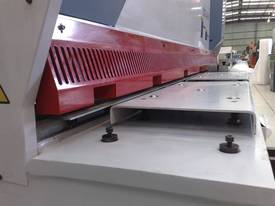 MACHTECH NCG 6-3050 CNC GUILLOTINE. - picture3' - Click to enlarge