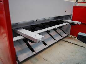 MACHTECH NCG 6-3050 CNC GUILLOTINE. - picture4' - Click to enlarge