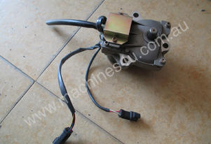 PC200-7/220-7 throttle stepping motor