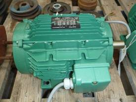 EMERSON 33HP 3 PHASE ELECTRIC MOTOR/ 1450RPM - picture1' - Click to enlarge