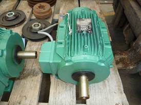 EMERSON 33HP 3 PHASE ELECTRIC MOTOR/ 1450RPM - picture2' - Click to enlarge