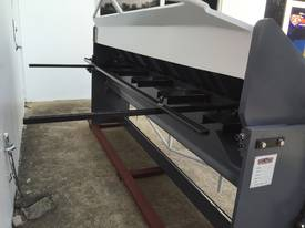 2500mm Guillotine & Panbrake Combo - picture7' - Click to enlarge