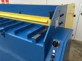 2500mm Guillotine & Panbrake Combo - picture14' - Click to enlarge