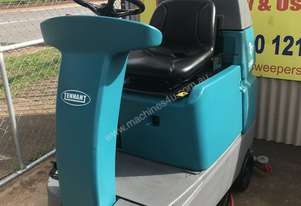Tennant T7 Compact Ride On Floor Scrubber