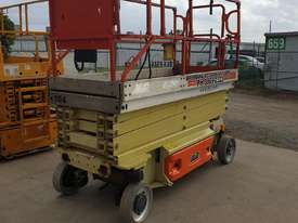 Heavy reduction - 32ft JLG Electric scissor lift - 10 metres - picture2' - Click to enlarge
